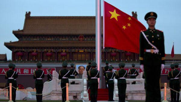 Chiński strażnik na placu Tiananmen w Pekinie - Sputnik Polska
