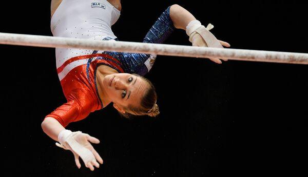 Wiktoria Komowa wykonuje ćwiczenia podczas Mistrzostw Świata w gimnastyce sportowej w Glasgow - Sputnik Polska