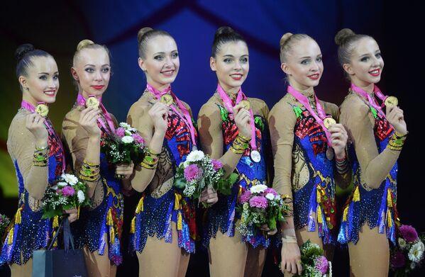 Rosyjskie gimnastki zdobyły złote medale na Mistrzostwach Świata w gimnastyce artystycznej w Stuttgarcie - Sputnik Polska