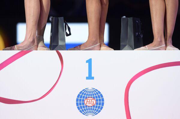 Aleksandra Sołdatowa, Jana Kudrjawcewa i Margarita Mamun podczas Mistrzostw Świata w gimnastyce artystycznej w Stuttgarcie - Sputnik Polska