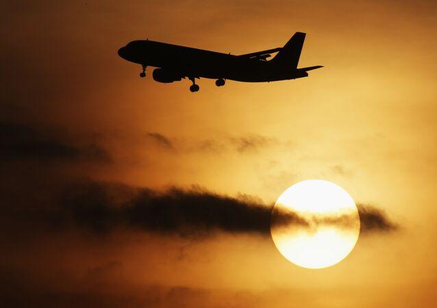 Samolot Airbus-320 startuje z lotnniska Domodedowo