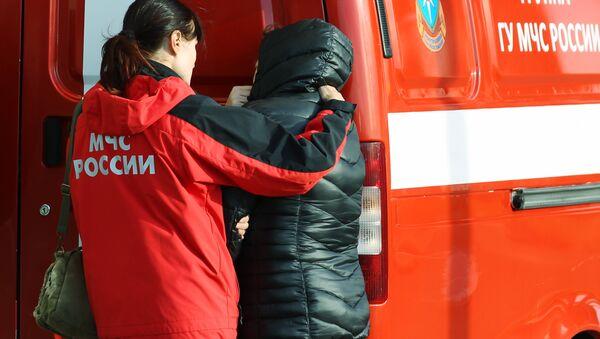 Rodziny ofiar katastrofy rosyjskiego samolotu pasażerskiego Airbus A321 na lotnisku Pułkowo w Petersburgu - Sputnik Polska
