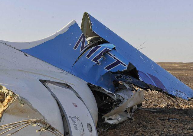 Wrak rosyjskiego samolotu pasaerskiego Airbus A321 który rozbił się na Półwyspie Synaj