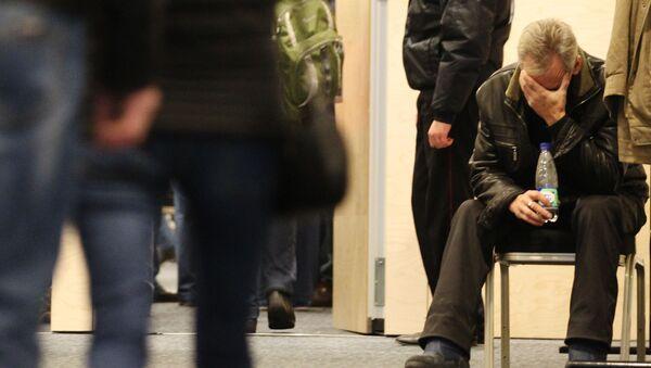 Krewni ofiar katastrofy rosyjskiego samolotu pasaerskiego Airbus A321 na lotnisku Pułkowo w Petersburgu - Sputnik Polska