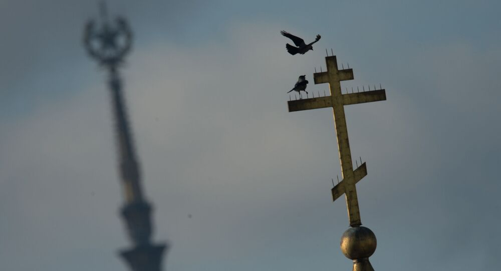 Gołębie na krzyżu jednej z moskiewskich cerkwi