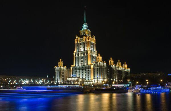 Widok na hotel Radisson Royal Moscow z bulwaru Smoleńskiego - Sputnik Polska