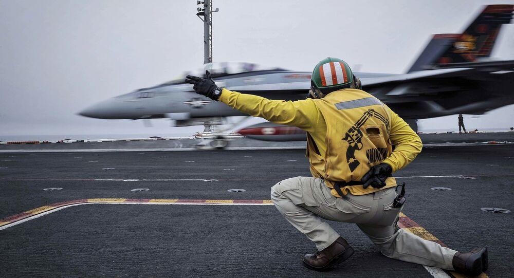 Amerykański myśliwiec przygotowuje się do startu