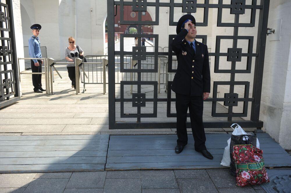Demobilizowany Jewgienij Jendowicki po zakończeniu służby w Pułku Kremlowskim