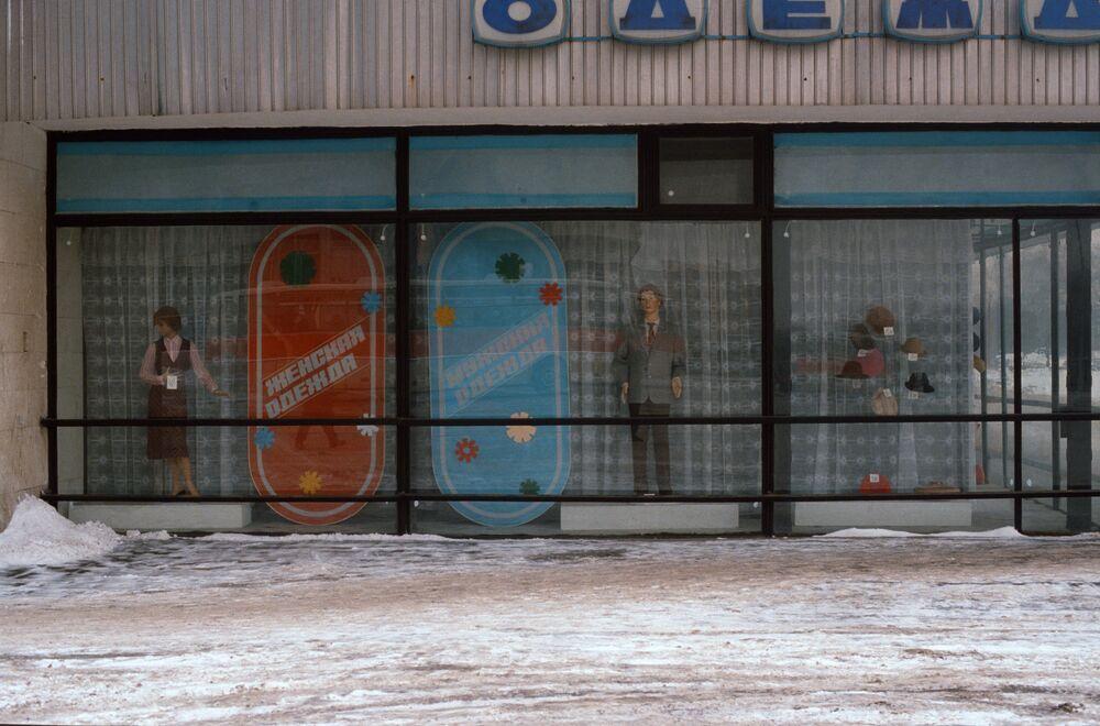 Wystawa w jednym z moskiewskich sklepów, 1984 rok.