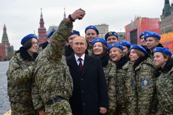 Prezydent Rosji Władimir Putin z funkcjonariuszami  jednostki specjalnej Wympieł - Sputnik Polska
