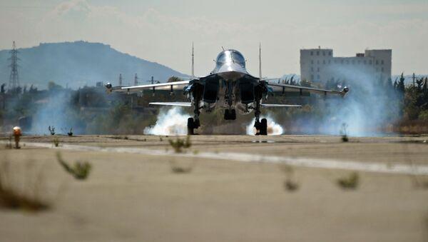 Rosyjski wielozadaniowy bombowiec taktyczny Su-34 w bazie lotniczej Hmeimim w Syrii - Sputnik Polska