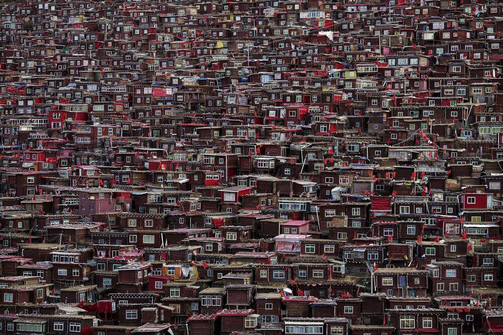Domy mnichów akademii buddyjskiej w Tybecie