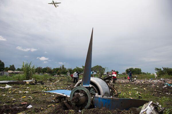 Fragmenty samolotu na miejscu katastrofy w Południowym Sudanie - Sputnik Polska