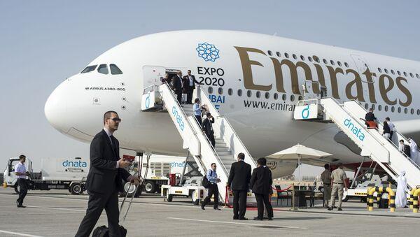 Samolot pasażerski Airbus A380-800 na Międzynarodowej Wystawie Lotniczo-Kosmicznej w Dubaju - Sputnik Polska