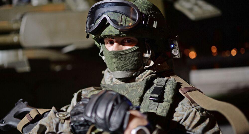 Żołnierz na festiwalu Armia Rosji w Moskwie