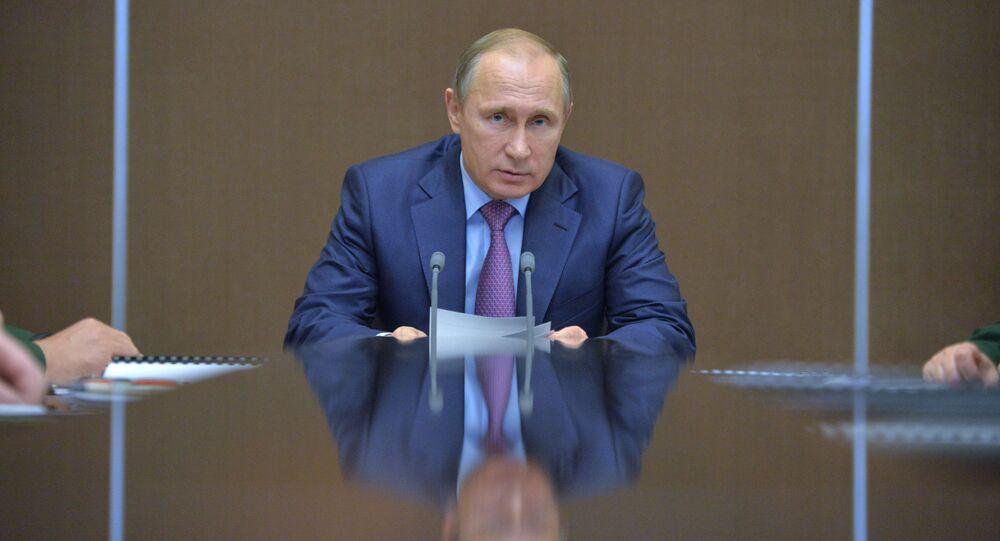 Prezydent Rosji Władimir Putin podczas narady nt. rozwoju przemysłu zbrojeniowego