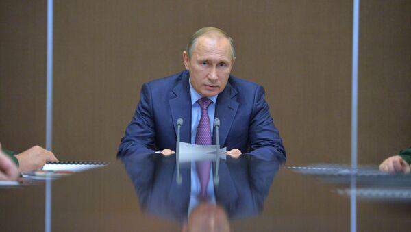 Prezydent Rosji Władimir Putin podczas narady nt. rozwoju przemysłu zbrojeniowego - Sputnik Polska