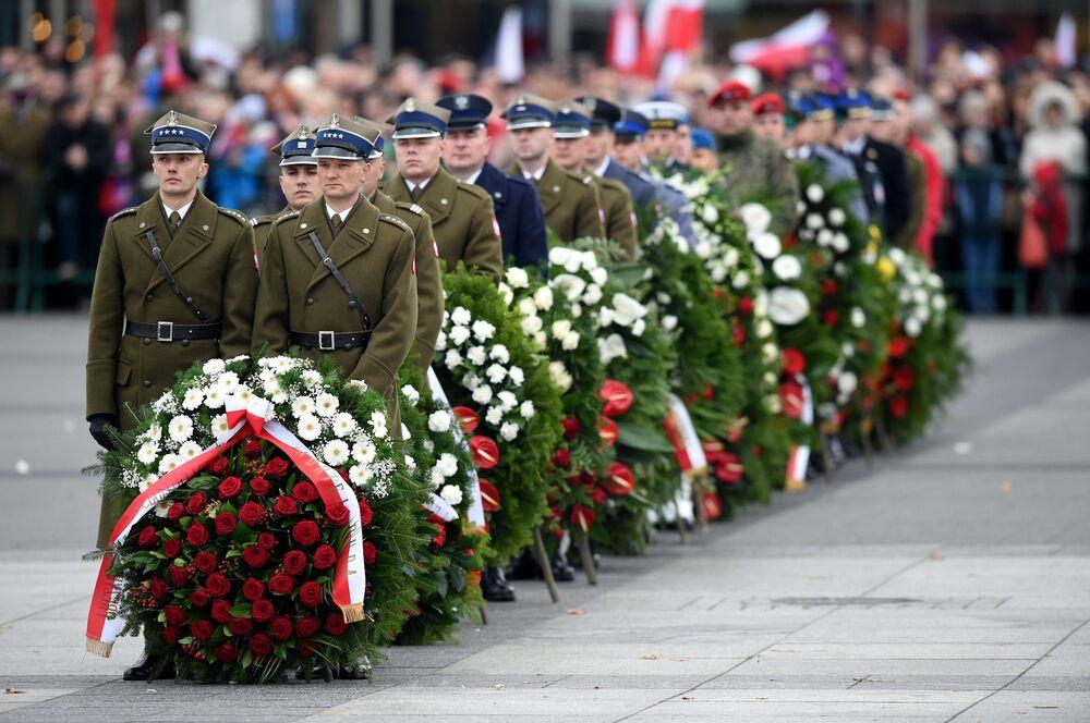 Polscy wojskowi podczas uroczystości z okazji Dnia Niepodległości RP, 11 listopada 2015 r.