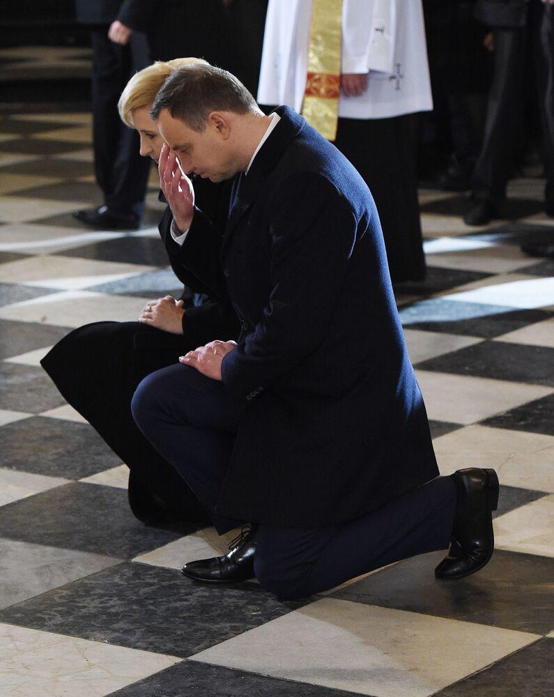 Prezydent RP Andrzej Duda wraz z małżonką podczas mszy świętej z okazji Dnia Niepodległości RP, 11 listopada 2015 r.