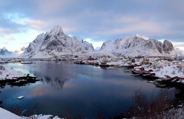 Wioska rybacka Reine w Norwegii - Sputnik Polska