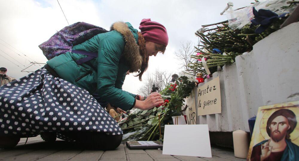 Kwiaty przed ambasada Francji w Moskwie