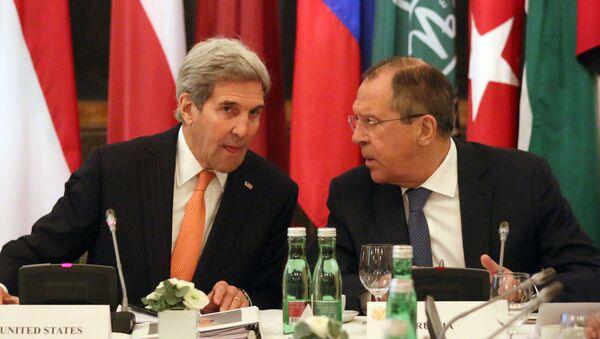 Minister spraw zagranicznych Rosji Siergiej Ławrow i sekretarz stanu USA John Kerry podczas rozmów w Wiedniu - Sputnik Polska