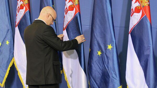 Flagi Serbii i UE - Sputnik Polska
