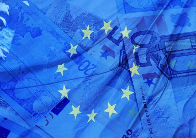 Flaga i pieniądze UE