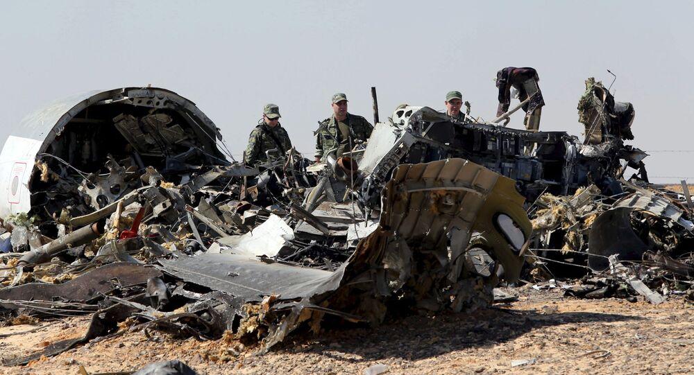 Fragmenty samolotu na miejscu upadku rosyjskiego Airbus A321 w Egipcie