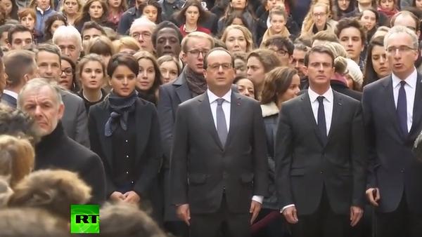 Ludzie uczcili pamięć ofiar ataków terrorystycznych w Paryżu - Sputnik Polska