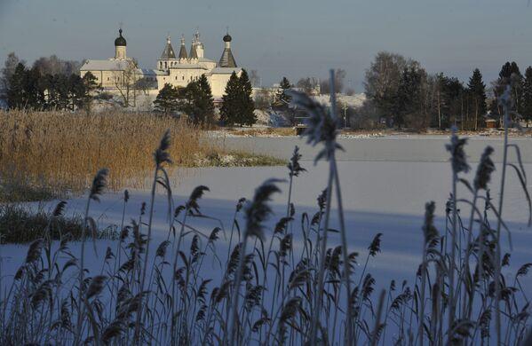 Widok na Monastyr Terapontowski w wiosce Terapontowo w obwodzie wołogodzkim - Sputnik Polska