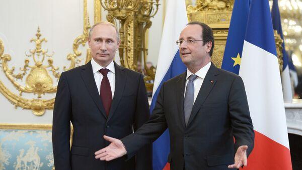 Prezydent Rosji Władimir Putin i prezydent Francji Francois Hollande w Pałacu Elizejskim w Paryżu - Sputnik Polska