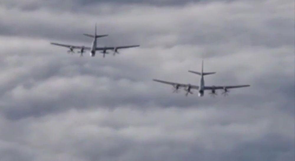 Samoloty Tu-95 Sił Zbrojnych Rosji w przestrzeni powietrznej nad Syrią.