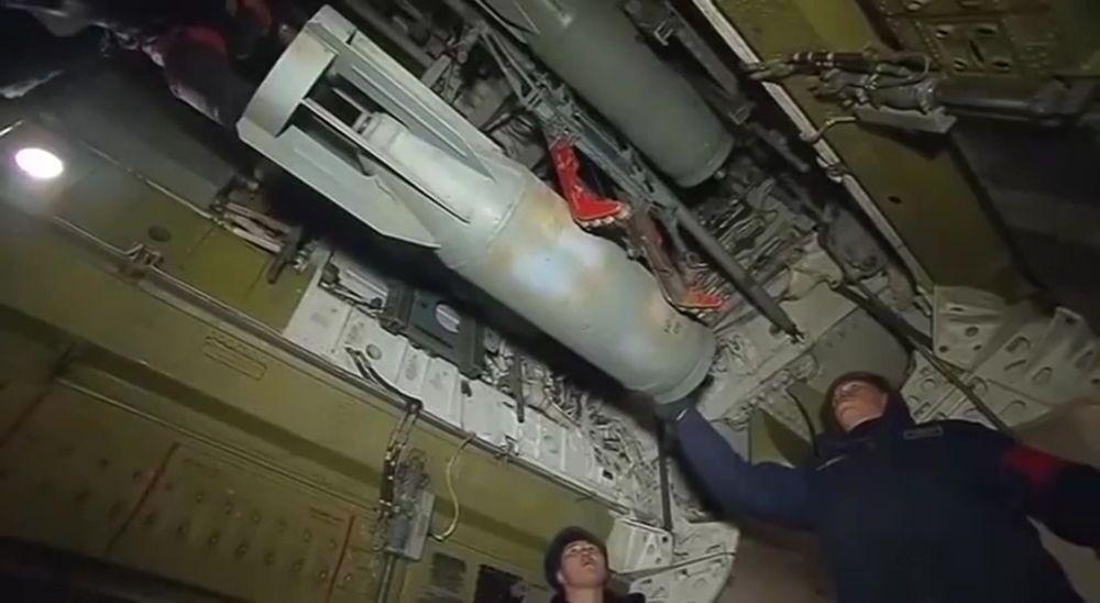 Samolot Sił Powietrzno-Kosmicznych Rosji przed wylotem w celu naniesienia zmasowanego ataku na obiekty infrastruktury PI w Syrii.