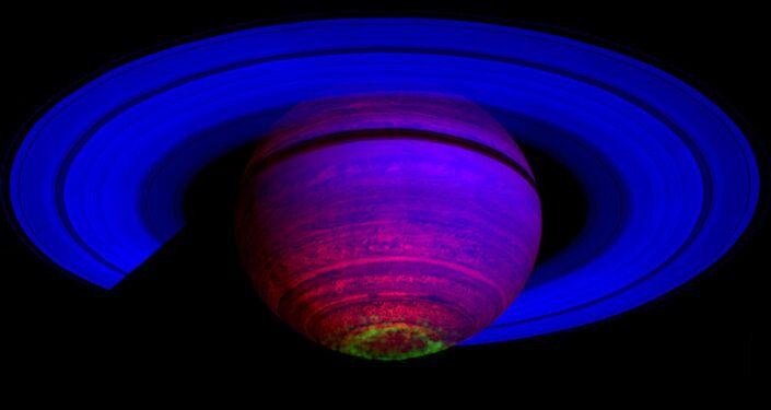 Psychodeliczne zdjęcie Saturna