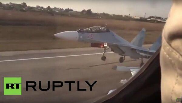 Samoloty Sukhoi Su-24, SU-25, Su-35 uczestniczą w operacji rosyjskich sił powietrznych w Syrii - Sputnik Polska