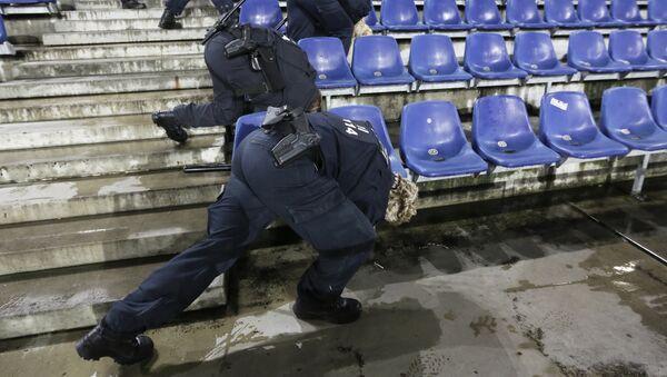 Policjanci przeszukują stadion w Hanowerze - Sputnik Polska