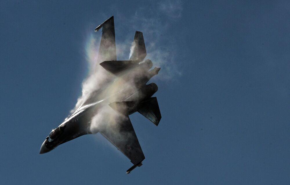 Samolot myśliwski Su-35 na MAKS-2015