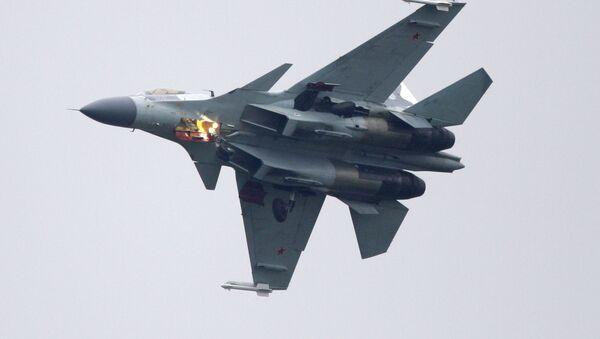 Samolot myśliwski Su-35 podczas wystepów na MAKS-2009 - Sputnik Polska