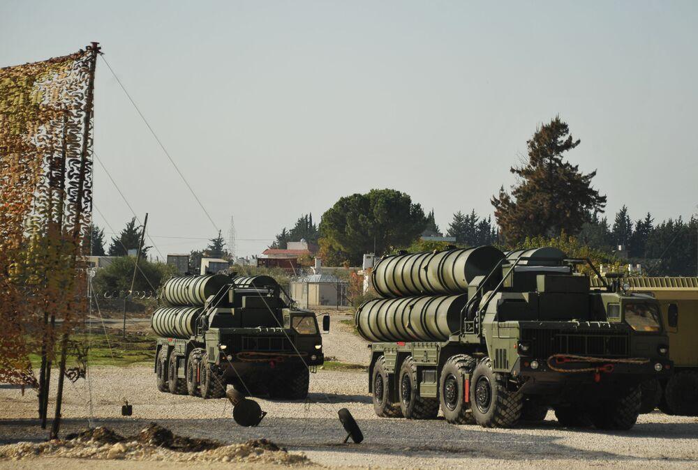 Rosja rozmieściła w Syrii rakietowe systemy obrony powietrznej S-400.