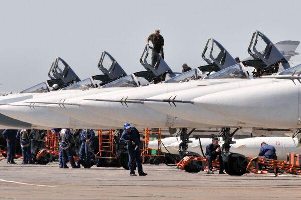 Samoloty Su-24M w bazie Bałtimor w obwodzie woronieżskim - Sputnik Polska