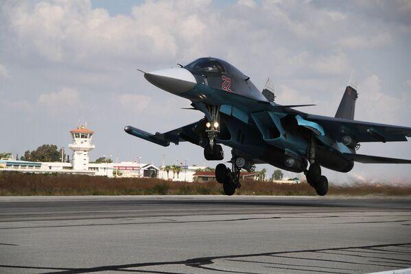 Rosyjski wielozadaniowy bombowiec taktyczny Su-34 - Sputnik Polska