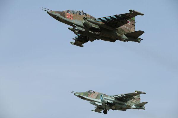 Samoloty Su-25SM przed Defiladą Zwycięstwa w Moskwie - Sputnik Polska