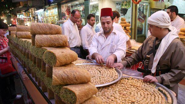 Sprzedawca słodyczy w centrum Damaszku. 9 października 2007r. - Sputnik Polska