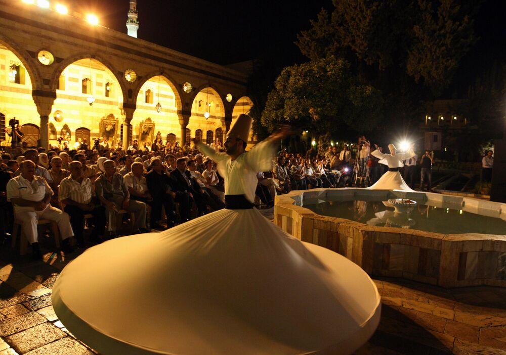 Tancerzy na festiwalu muzycznym w Damaszku