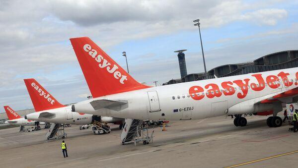 Airbus A 320 linii lotniczych EasyJet na lotnisku Charles de Gaulle w Paryżu - Sputnik Polska