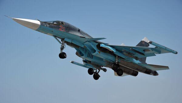 Wielozadaniowy samolot bombowy Su-34 w bazie lotniczej Hmeimim w Syrii - Sputnik Polska