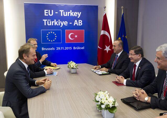 Szczyt UE – Turcja. Donald Tusk i Ahmet Davutoğlu.
