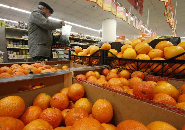 Pomarańcze w sklepie Diksi w Moskwie