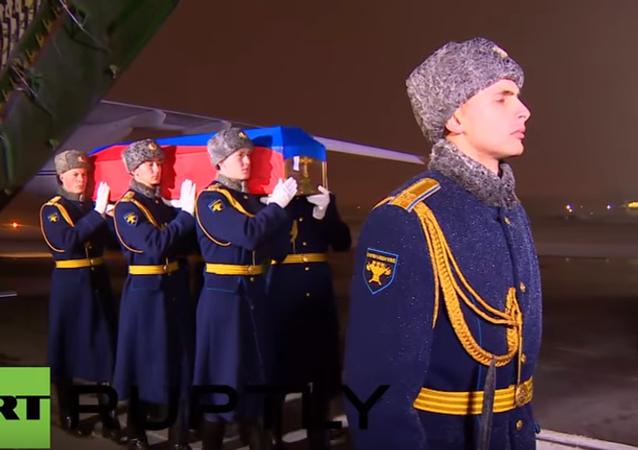 Ciało dowódcy załogi Su-24, zestrzelonego przez turecki samolot nad Syrią, zostało przewiezione do Rosji.